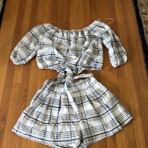 Pleated shirt set w/ off the shoulder top w/ tie L